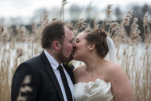 Brudepar kysser, brudepar portræt