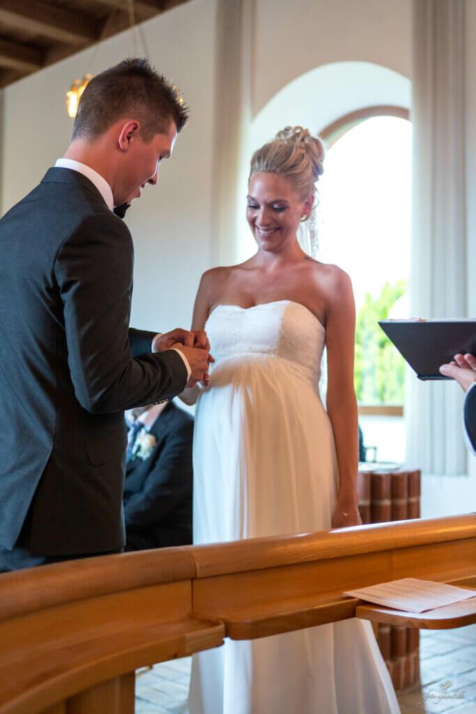 Bryllupsfotograf til bryllup ved Skovsøen i Odense, Bryllups fotograf, Bryllups fotograf Odense, Bryllups fotograf Rungsted, Trash the dress fotograf, fotograf bryllup, tivoli nimb wedding photographer