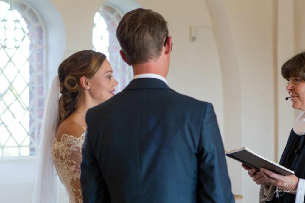 Bryllupsfotograf til bryllup på Tåsinge
